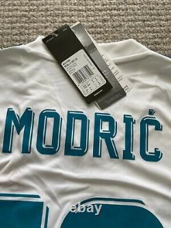 Real Madrid Long Sleeve Modric 2017-2018 Home Jersey Size Small. Cwc/ucl Patches
