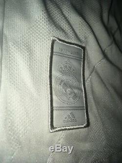 Sergio Ramos #4 Signed Real Madrid Soccer Jersey AUTO Sz XL Beckett BAS COA