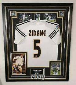 ZINEDINE ZIDANE of Real Madrid Signed Photo with Shirt Jersey Autographed